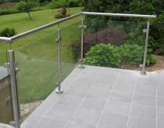 Ограждение стеклянное на балконе