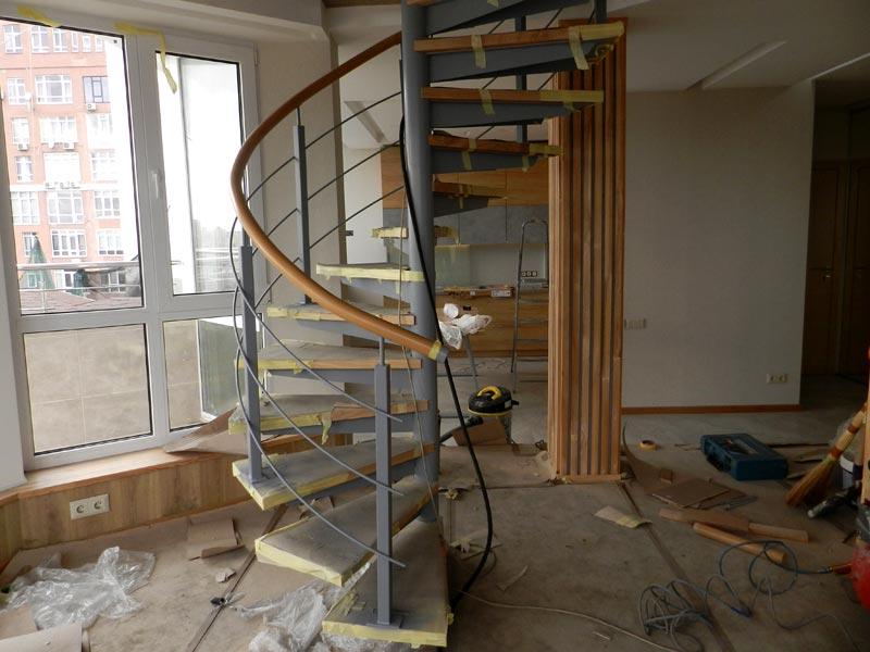 Винтовая лестница в пентхаусе